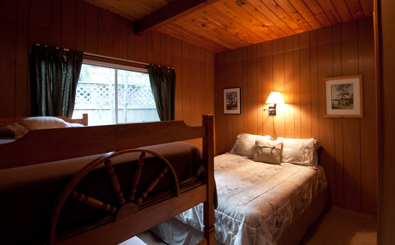 Arbutus Cottage bedroom - double
